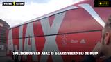 Ajax-bus arriveert in Rotterdam bij De Kuip voor de Klassieker  (VIDEO)