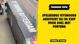 Spelersbus Feyenoord arriveert bij de Kuip voor duel met Fortuna