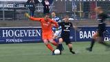 Spakenburg-keeper maakt ongekende blunder tegen HHC Hardenberg (VIDEO)